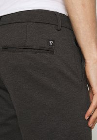 TOM TAILOR DENIM - Shorts - anthracite - 5