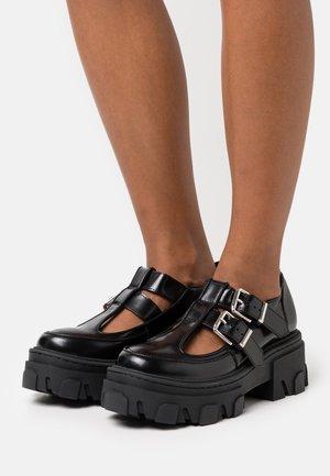 CHAUSSURES ET DETAIL DOUBLE BOUCLES - Platform heels - black