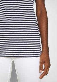 Selected Femme - SLFMY PERFECT TEE BOX CUT - Print T-shirt - maritime blue/snow white - 6