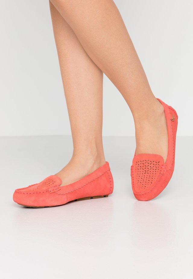BEV - Mokkasiinit - pop coral