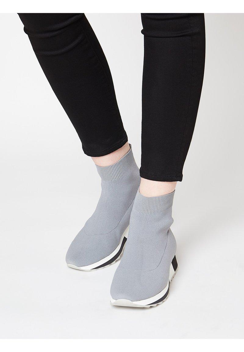 Talence - SOCK-STIL - Scarpe senza lacci - grau