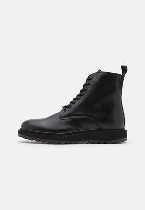KITE LACE BOOT - Šněrovací kotníkové boty - black