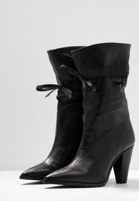 Day Time - KORA - Højhælede støvler - matrix nero - 4
