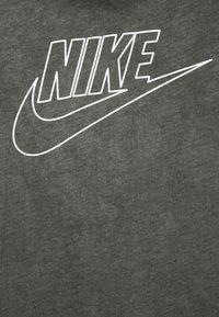 Nike Sportswear - TEE DYE WASH - T-shirt med print - black - 5