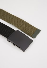 Pier One - UNISEX 2 PACK - Belt - oliv/black - 5