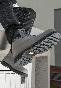 Cat Footwear - COLORADO  - Šněrovací kotníkové boty - medium charcoal - 4