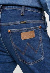 Wrangler - 11MWZ - Straight leg jeans - blue denim - 5