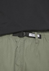 Carhartt WIP - CLOVER LANE - Shorts - dollar green rinsed - 5