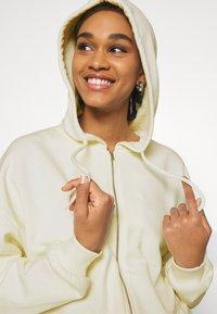 NA-KD - NA-KD X ZALANDO EXCLUSIVE ZIP HOODIE - Zip-up hoodie - off-white - 3