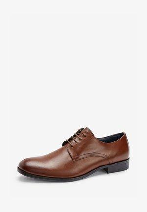 TAN ROUND TOE DERBY SHOES - Eleganckie buty - brown