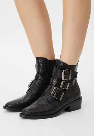 YANA - Støvletter - black