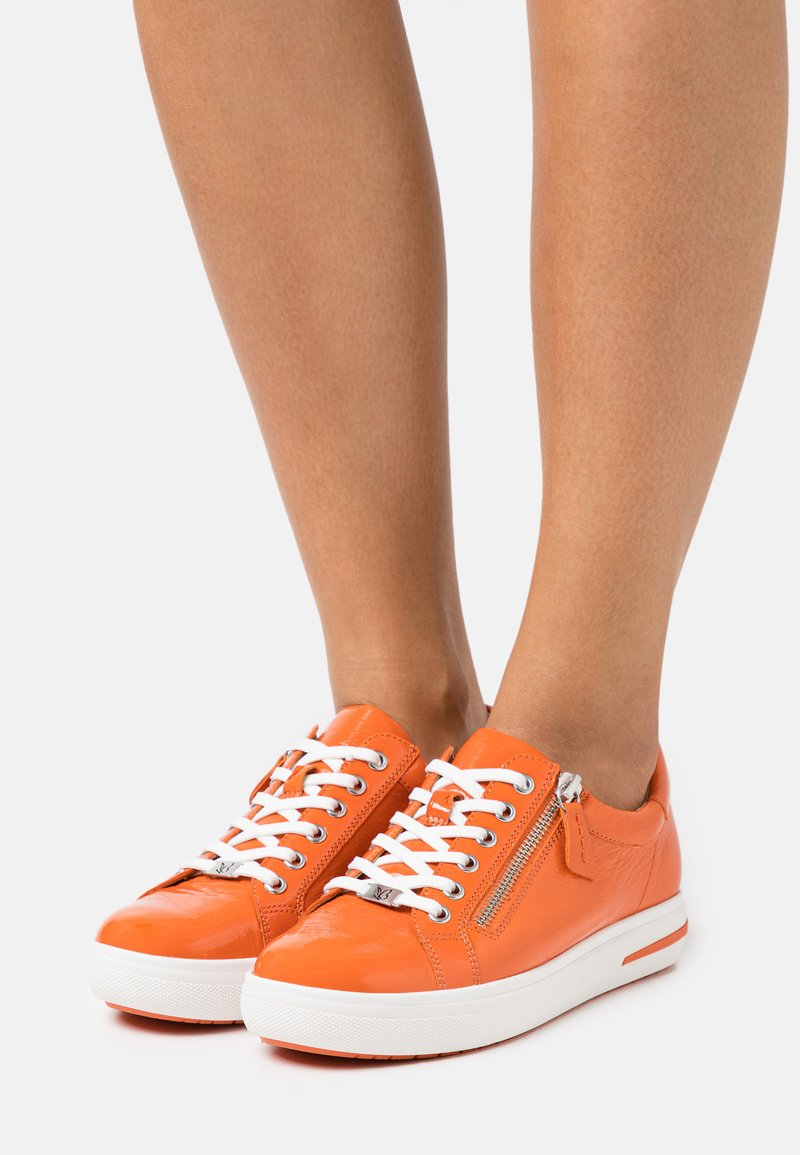 Caprice - LACE UP - Sneakers laag - orange