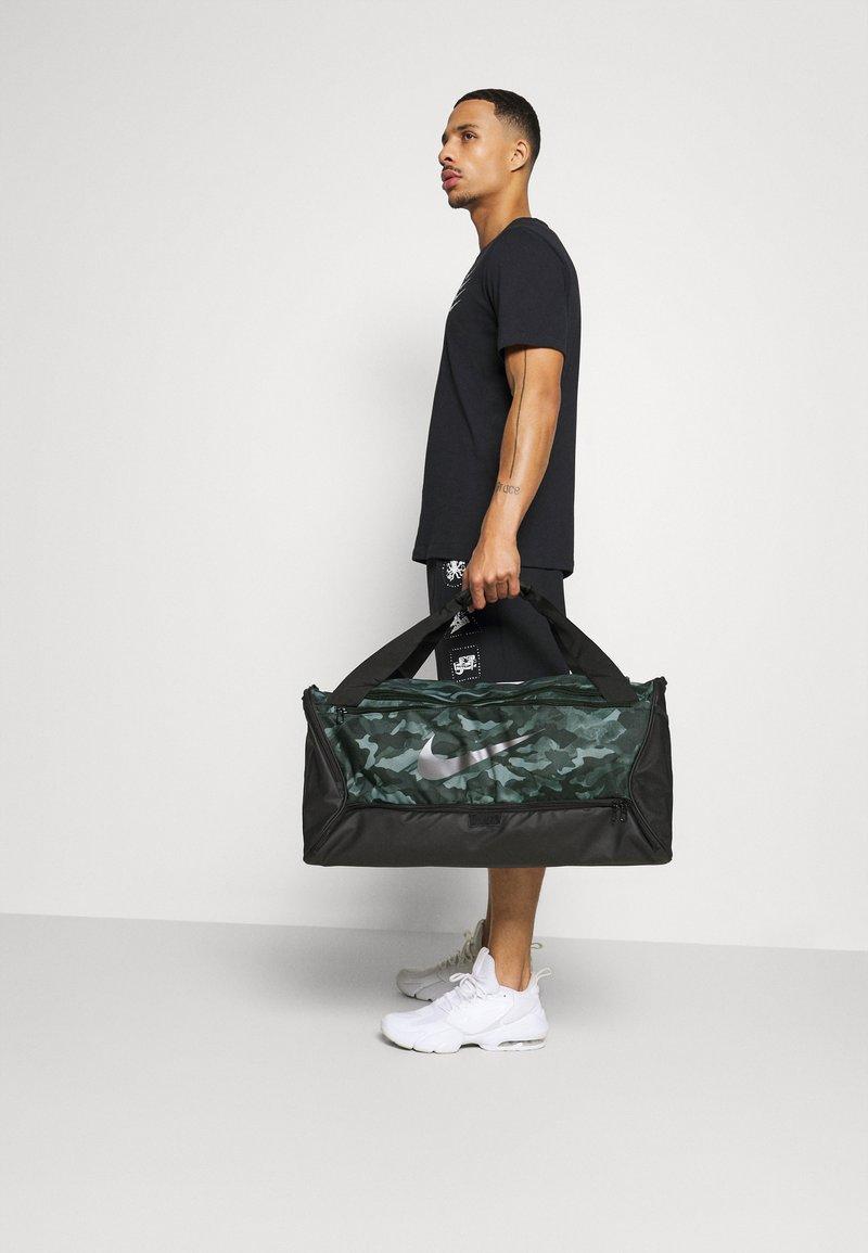 Nike Performance - DUFF - Sports bag - light smoke grey/black/cool grey