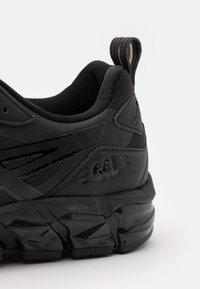 ASICS - GEL-QUANTUM 180 - Chaussures de running neutres - black - 5