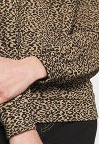 ONLY - ONLSOFIA LEO - Sweatshirt - black/animal dark brown - 5