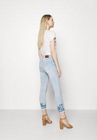 Desigual - DENIM_ANKLE PAISL - Jeans Skinny Fit - blue - 2