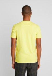 Lyle & Scott - T-shirt - bas - buttercup yellow - 2
