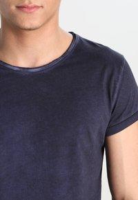Tigha - MILO - T-shirt - bas - vintage midnight blue - 3