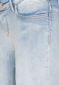 ONLY Petite - ONLCORAL LOW DESTROYD - Jeans Skinny Fit - light blue denim - 2