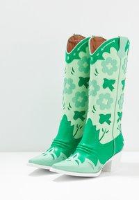 Jeffrey Campbell - LOONEY - Cowboy/Biker boots - green/white - 4
