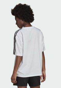 adidas Originals - OVERSIZED ADICOLOR RELAXED - Print T-shirt - white - 1