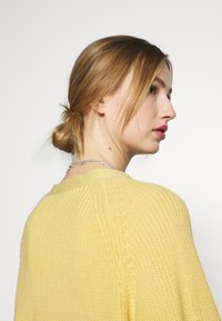 Monki - Vest - yellow - 4