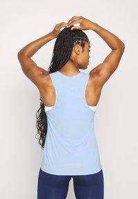 Nike Performance - CITY SLEEK TANK TRAIL - Camiseta de deporte - psychic blue/laser orange - 2