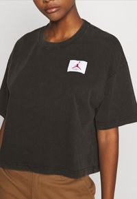 Jordan - ESSENTIAL BOXY TEE - Print T-shirt - black - 5