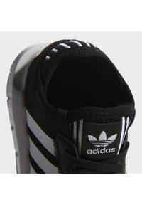 adidas Originals - SWIFT RUN X SHOES - Matalavartiset tennarit - core black/ftwr white - 6