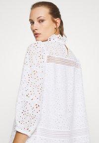 IVY & OAK - DRESS PUFFY SLEEVES MINI - Day dress - snow white - 3