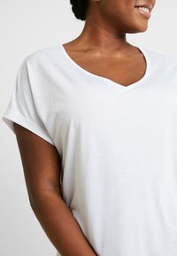 CAPSULE by Simply Be - V NECK 2 PACK - Print T-shirt - black/white - 4