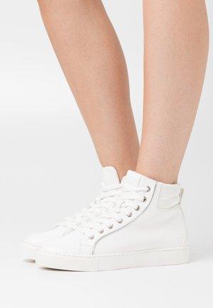 EMBELIA - Baskets basses - white