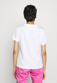 HUGO - DATINA - Triko spotiskem - white/pink - 2
