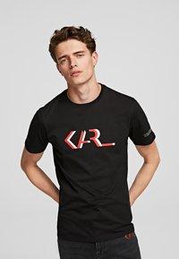 KARL LAGERFELD - LEGEND - Print T-shirt - black - 0