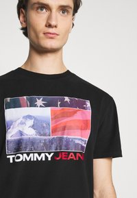 Tommy Jeans - PHOTO GRAPHIC TEE - Print T-shirt - black - 4