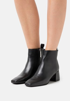 SQUARED - Kotníková obuv - black