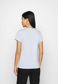 Tommy Hilfiger - NEW CREW NECK TEE - T-shirts basic - breezy blue - 2