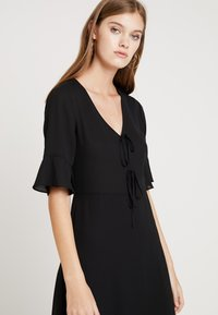 mint&berry - Shift dress - black - 5
