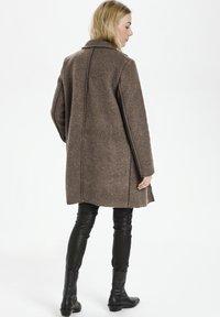 Culture - Klasyczny płaszcz - friar brown - 1