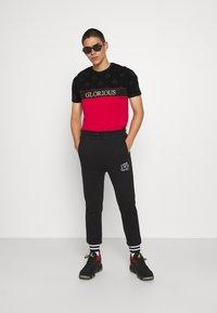 FUBU - SCRIPT - Pantaloni sportivi - black - 1
