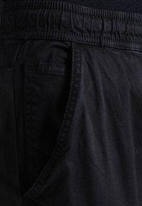 INDICODE JEANS - LAKELAND - Cargo trousers - black - 3
