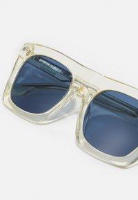 Burberry - UNISEX - Sluneční brýle - transparent yellow - 4