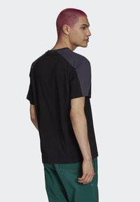 adidas Originals - ARCHIVE - T-shirt con stampa - black - 1