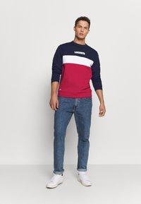 Lacoste - Sweatshirt - marine/rouge - 1