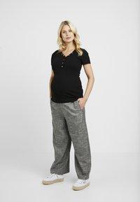 New Look Maternity - POPPER - Print T-shirt - black - 1