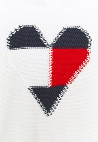 Tommy Jeans Curve - PATCHWORK HEART CARDIGAN - Cardigan - snow white - 2