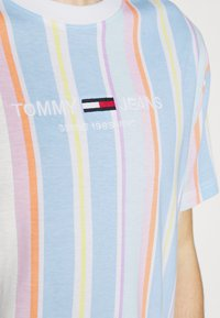 Tommy Jeans - STRIPE TEE - T-shirt imprimé - light powdery blue - 5