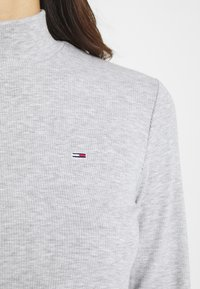 Tommy Jeans - MOCK NECK LONGSLEEVE - Long sleeved top - silver grey heather - 6