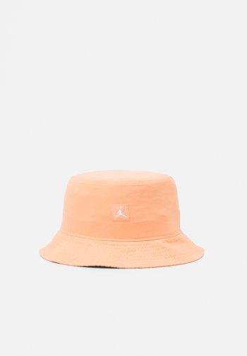 BUCKET WASHED UNISEX - Hat - crimson bliss/flooded