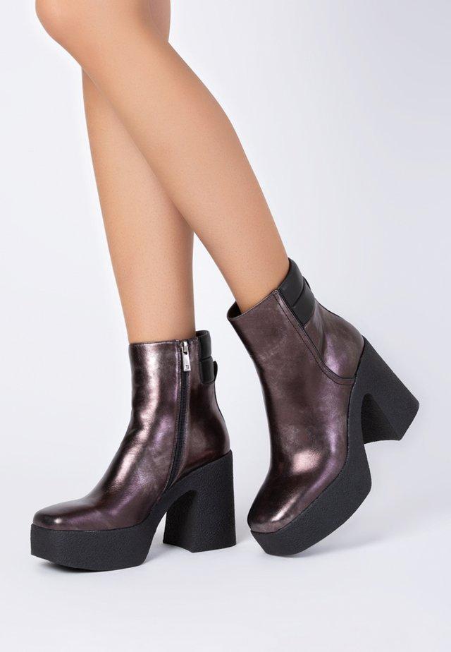 Korte laarzen - bronze